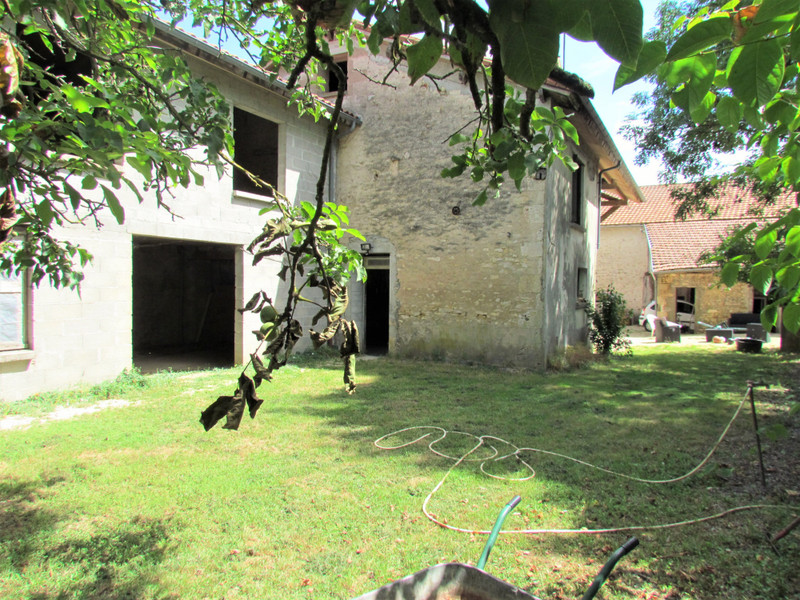 French property for sale in Saint-Secondin, Vienne - €130,800 - photo 9