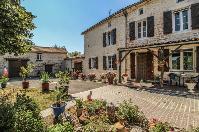 French property for sale in Mansle, Charente - €278,200 - photo 2