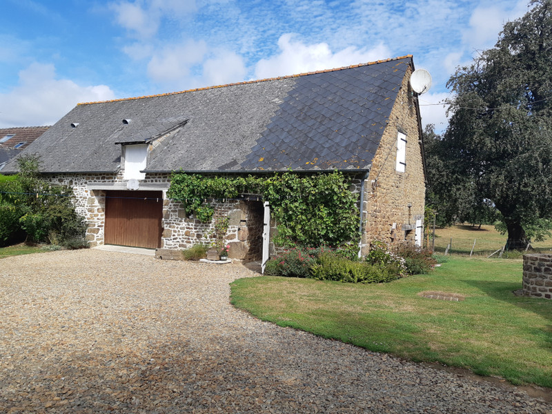 French property for sale in Couesmes-Vaucé, Mayenne - €190,000 - photo 2