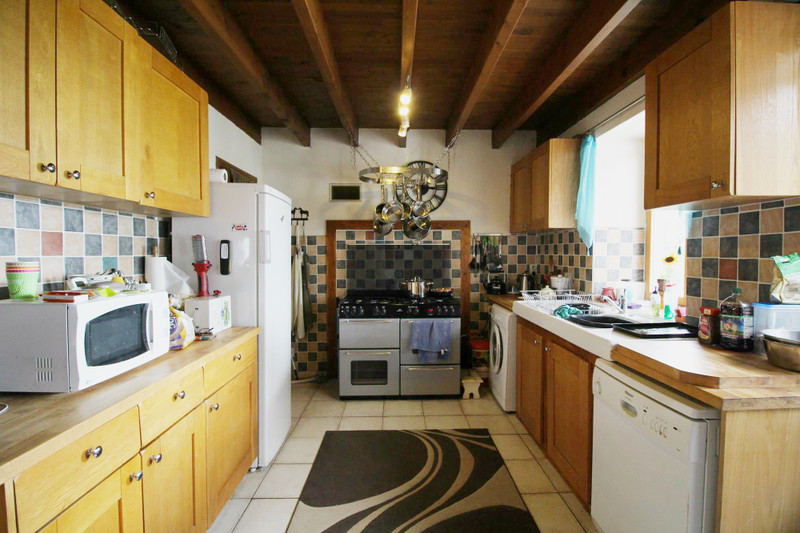 French property for sale in Chives, Charente-Maritime - €149,000 - photo 3