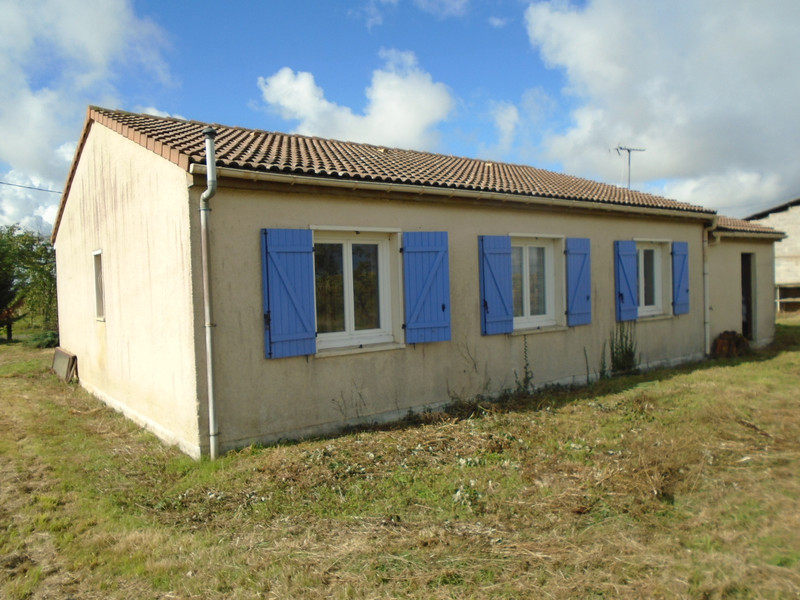 French property for sale in Pressac, Vienne - €82,500 - photo 2