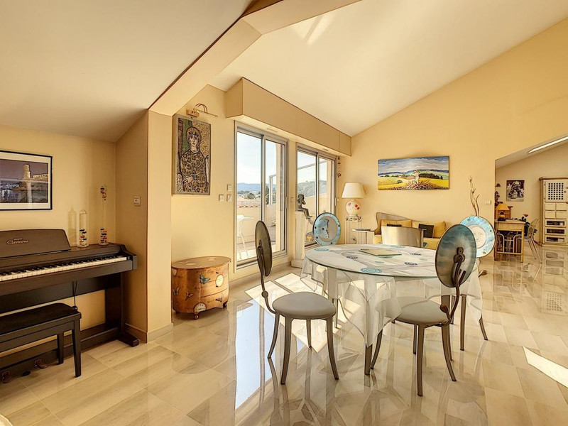 French property for sale in Cannes, Alpes-Maritimes - €890,000 - photo 10