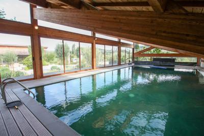 Prestigious and very spacious mas with pool, tennis, garden and yacuzzis