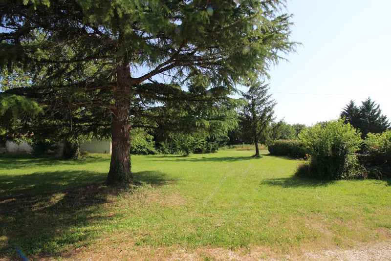 French property for sale in Raix, Charente - €325,500 - photo 3