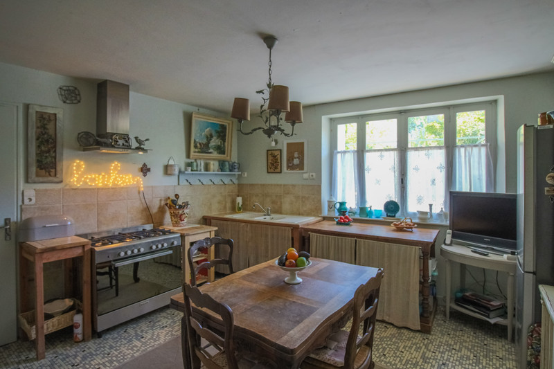 French property for sale in Taillebourg, Charente-Maritime - €180,000 - photo 4