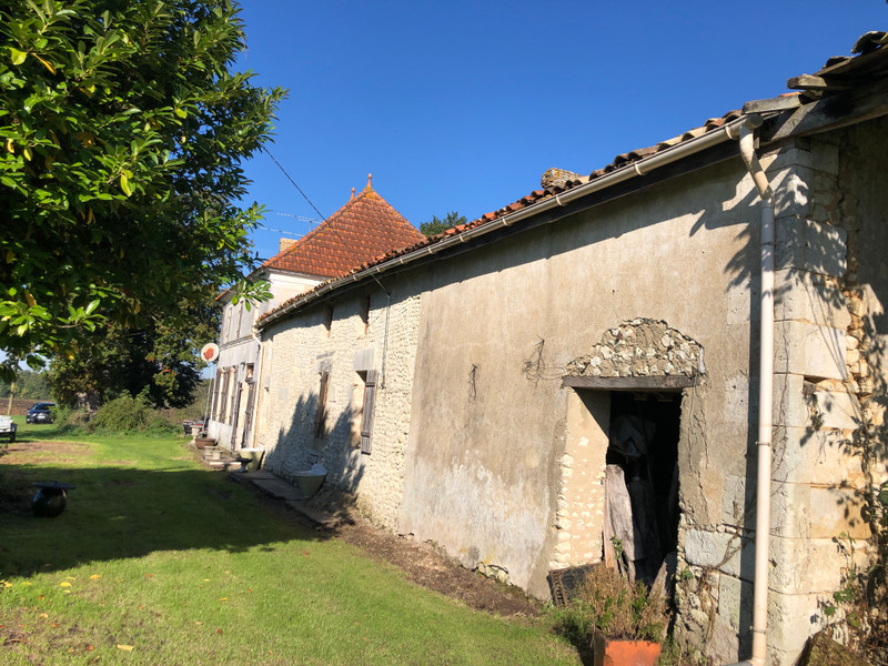 French property for sale in Chardes, Charente-Maritime - €199,000 - photo 3