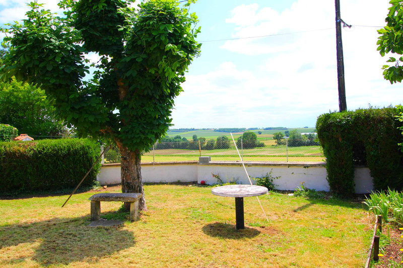 French property for sale in Chives, Charente-Maritime - €149,000 - photo 2