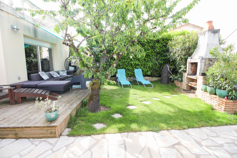 French property for sale in Ruelle-sur-Touvre, Charente - €227,900 - photo 2