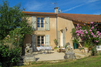 French property, houses and homes for sale inSaint-Sulpice-de-RuffecCharente Poitou_Charentes