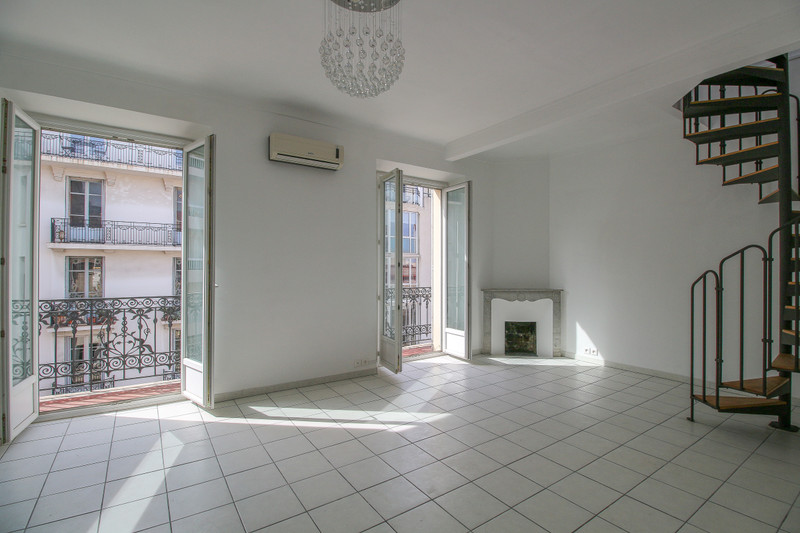 French property for sale in Antibes, Alpes Maritimes - €360,000 - photo 2