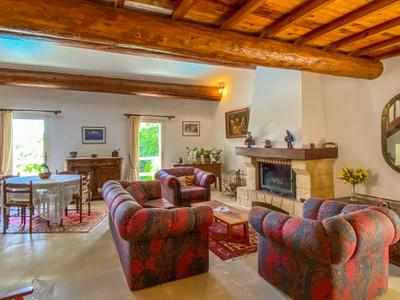 Gordes ; 2 propriétés importantes à vendre dans un cadre idyllique près du cœur de ce village historique.