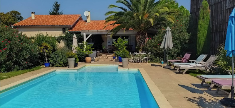 French property for sale in Clairac, Lot et Garonne - €445,200 - photo 2