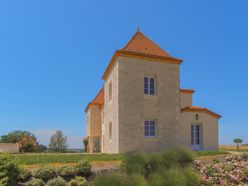 French property for sale in Monclar, Lot et Garonne - €397,500 - photo 2