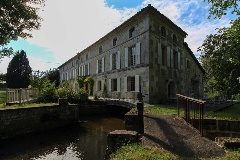 French property for sale in Archiac, Charente-Maritime - €344,500 - photo 10