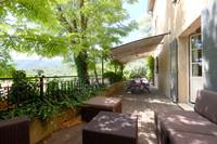 LACOSTE, LUBERON - Splendide maison avec 3 chambres en suite, extérieurs, vue époustouflante et jolie piscine.