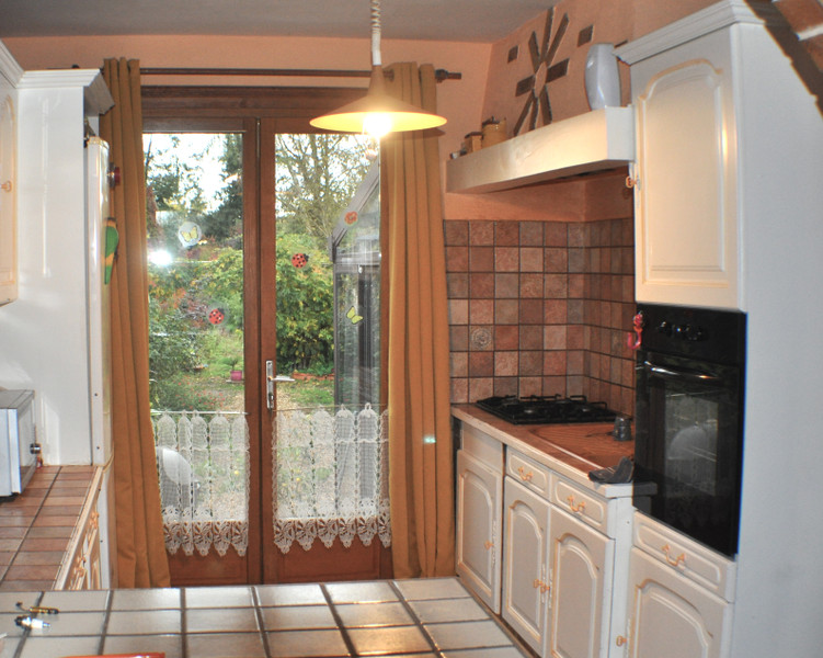 French property for sale in La Chapelle-aux-Choux, Sarthe - €194,400 - photo 9