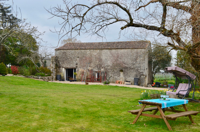 French property for sale in Margueron, Gironde - €335,000 - photo 2
