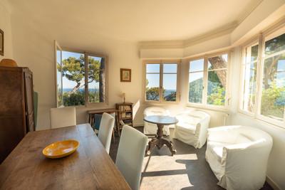 Villa provençale traditionnelle (160m2) de 4 chambres avec de somptueuses vues sur la mer, située dans un magnifique parc (1278m2) à quelques minutes de la plage