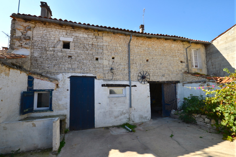 French property for sale in Beauvais-sur-Matha, Charente Maritime - €65,950 - photo 4