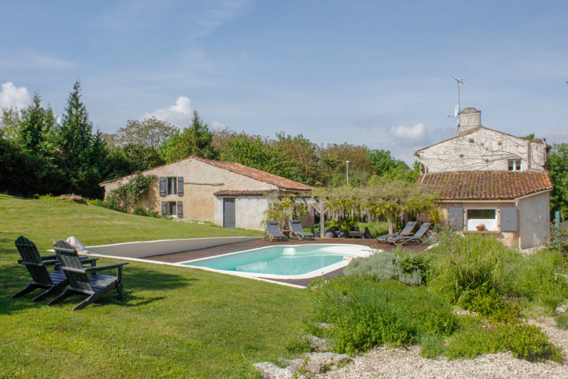 French property for sale in Bignay, Charente-Maritime - €328,600 - photo 3