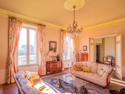 UNDER CONTRACT - CHIC CHÂTEAU + ESTATE OF 5,603m²: ideal for a hotel, a Bed and Breakfast,  or a wedding venue