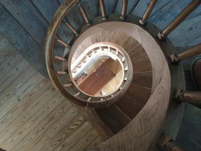 Ancien moulin à eau aménagé en Maison de maître magnifiquement restauré, 260 m2, 4 chambres, un studio à terminer d'aménager, grenier aménageable, dépendances dans un parc arboré de presque 1 ha avec cours d'eau.