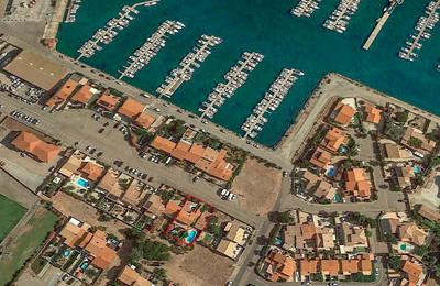 VILLA avec GITES et access mobilite reduite a PORT BARCARES proche du port (100m) et plages (700m)