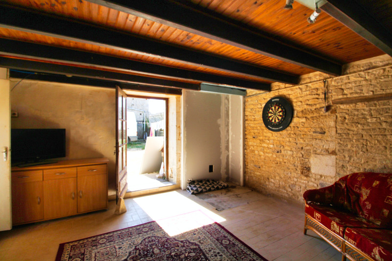 French property for sale in Chives, Charente-Maritime - €75,000 - photo 10
