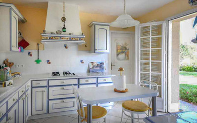 TWO HOUSES IN SALIES-DE-BÉARN - STYLISH CONTEMPORARY VILLA + GUEST COTTAGE + LOVELY GARDEN OF 2,000m²: these two architect-designed houses are ideal for a spacious family home, a holiday home, to rent out long-term or for a small gîte/B&B business...