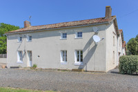 French property, houses and homes for sale inLa Chapelle-ThireuilDeux-Sèvres Poitou_Charentes