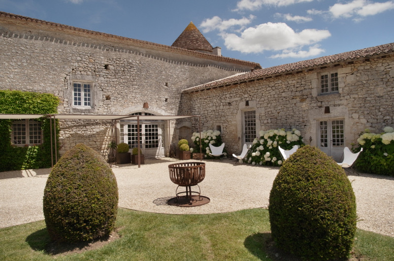 French property for sale in Chadurie, Charente - €1,990,000 - photo 2