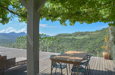 Large estate in the Provençal countryside. 2 houses, exceptional view, 3200 olive trees & truffle plantations.