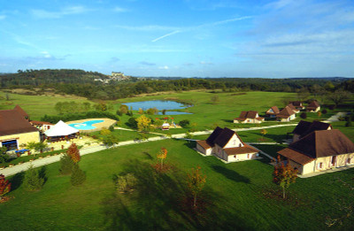 Exceptional holiday village with 15 gites , bar/restaurants, and aquatic area on 30 hectares of land.