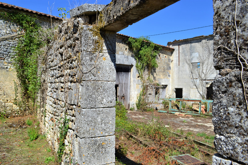 French property for sale in Dignac, Charente - €61,600 - photo 10