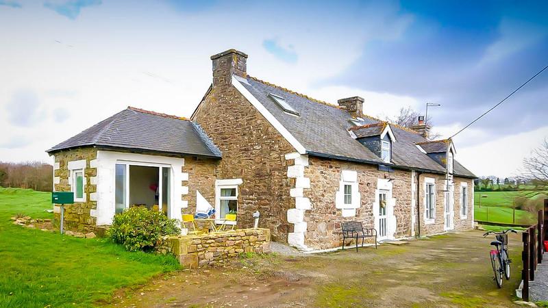 French property for sale in Ploërdut, Morbihan - €108,000 - photo 2