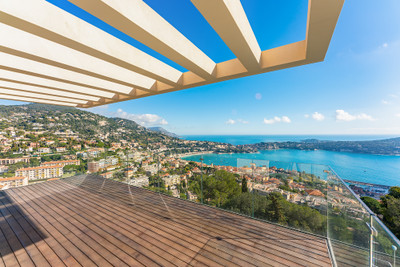 The jewel in the crown. A simply stunning, 310m2 contemporary villa commanding unrivalled views over the town and bay of Villefranche-sur-Mer, Cap Ferrat and far out to sea. An instant classic…