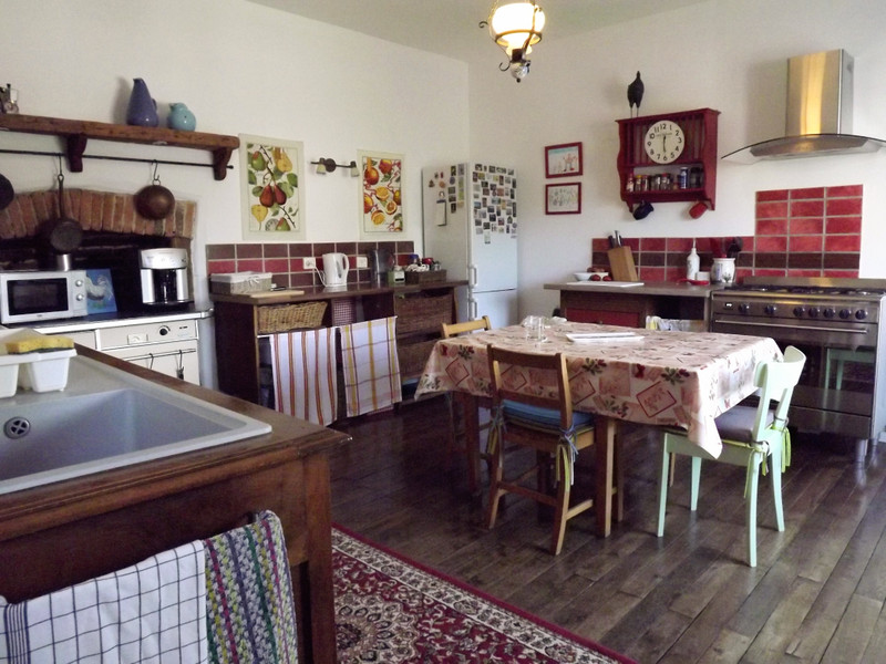 French property for sale in L'Isle-Jourdain, Vienne - €214,000 - photo 3