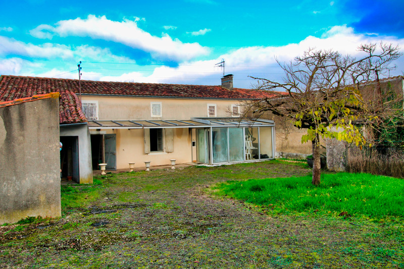 French property for sale in Rouillac, Charente - €45,000 - photo 2
