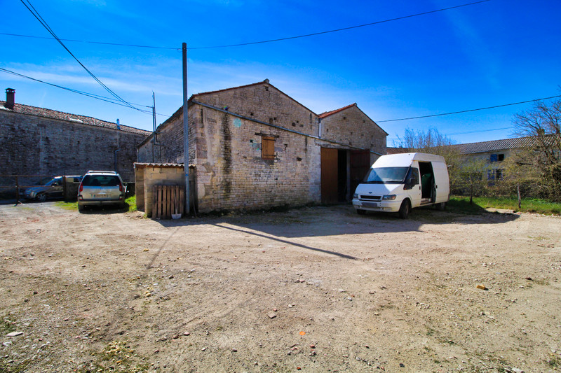 French property for sale in Chives, Charente-Maritime - €75,000 - photo 6