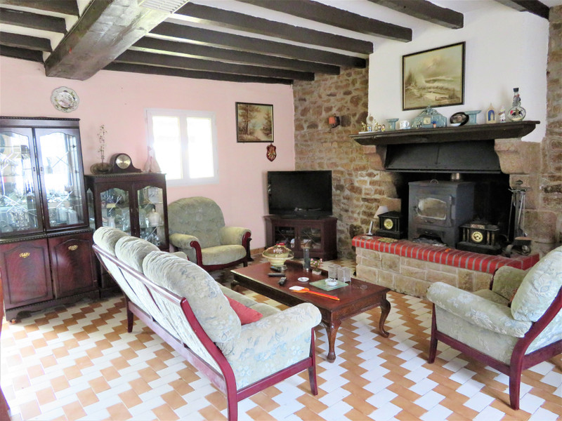 French property for sale in Carelles, Mayenne - €43,600 - photo 2