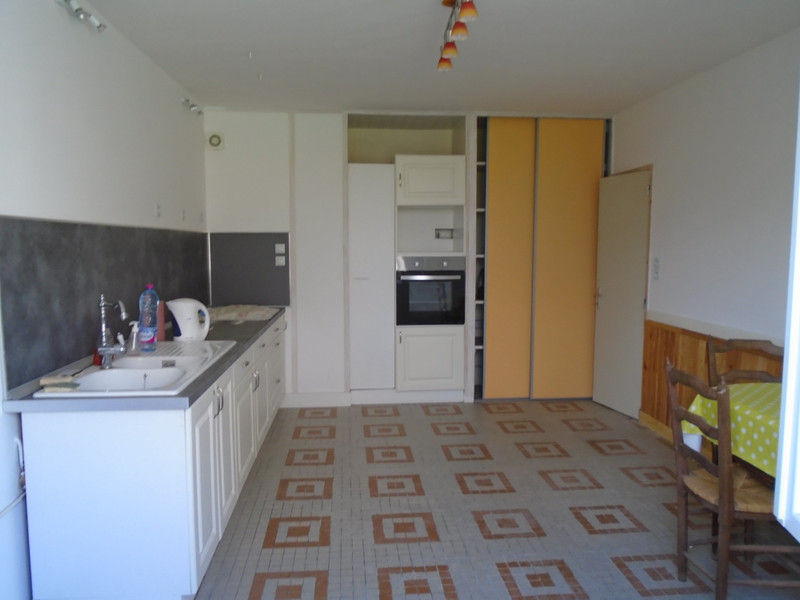 French property for sale in La Chapelle-Bâton, Vienne - €77,000 - photo 3