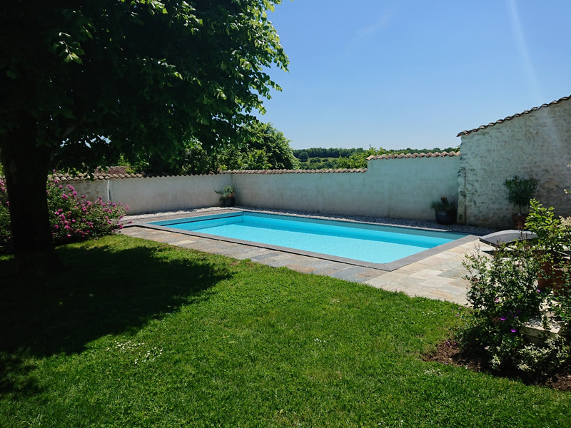 French property for sale in Angoulême, Charente - €594,000 - photo 10