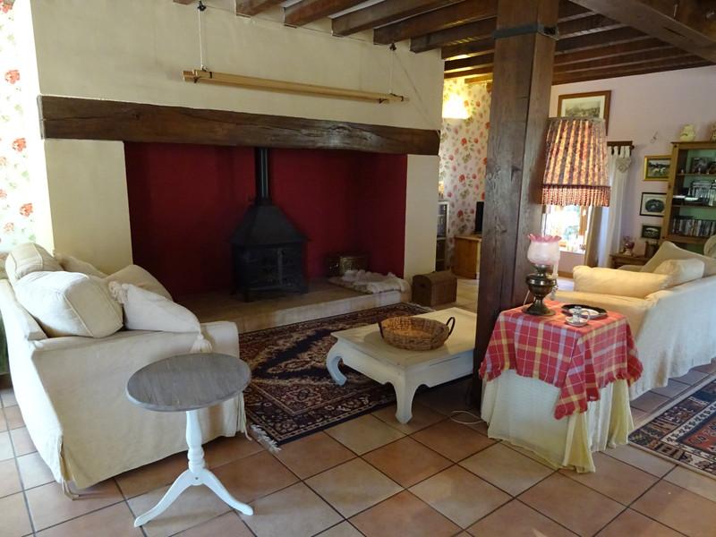 French property for sale in Saint-Jory-de-Chalais, Dordogne - €299,600 - photo 4