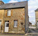 Maison dans un village 8km de Gorron avec 3 chambres.