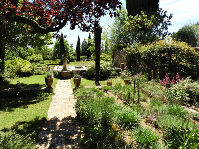 French property for sale in Aups, Var - €885,000 - photo 4