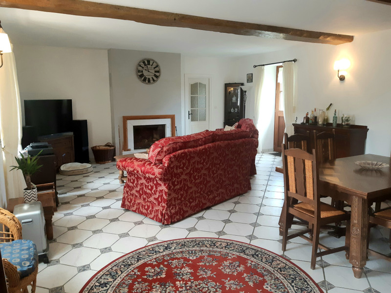 French property for sale in Couesmes-Vaucé, Mayenne - €190,000 - photo 3