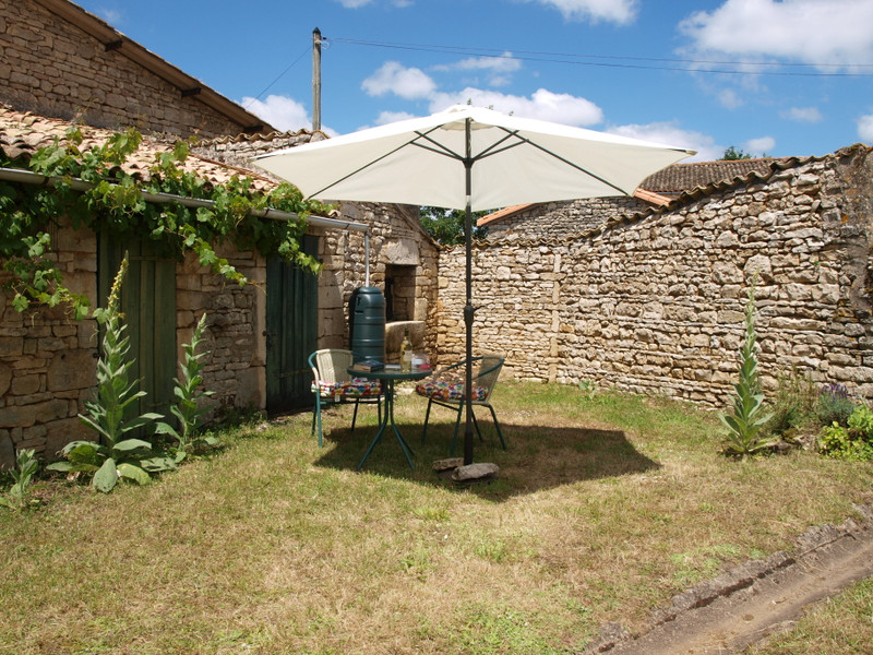 Maison à vendre à Saint-Sauvant, Vienne - 74 800 € - photo 4