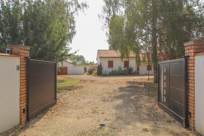 French property for sale in Ouzilly, Vienne - €195,000 - photo 3