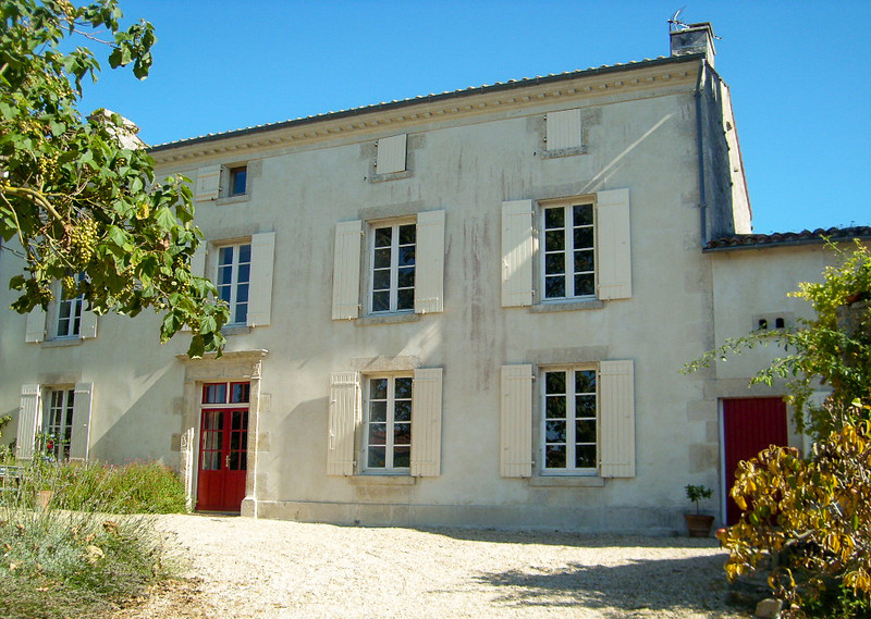 French property for sale in Contré, Charente-Maritime - €318,000 - photo 1