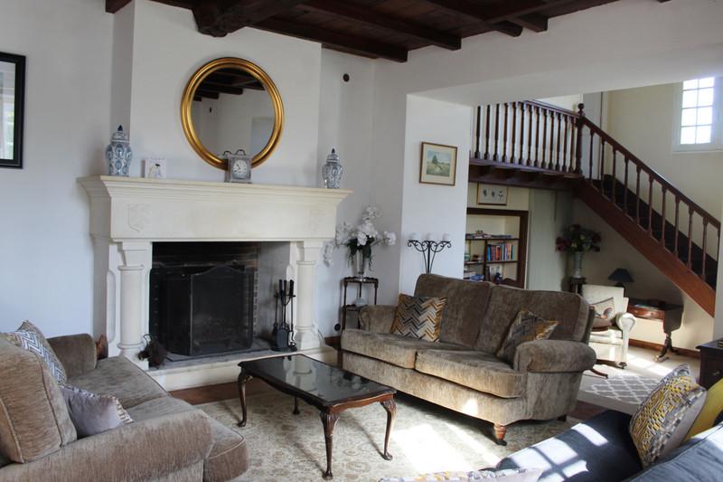 French property for sale in Cherval, Dordogne - €283,550 - photo 2